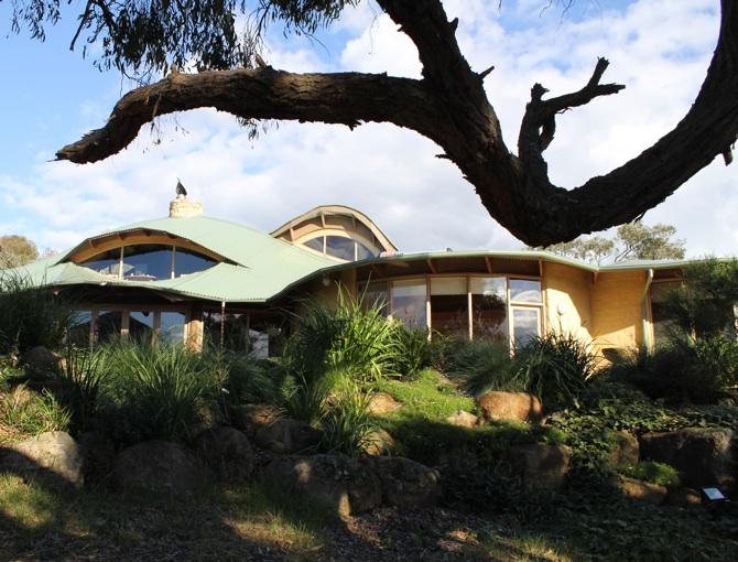 Lascelles mudbrick house